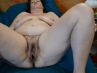 Stretching my pussy for my husband
