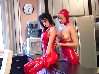 Babe in latex Jasmin and her bloody sister